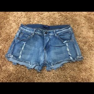 Short, stretchy jean shorts